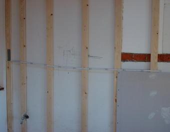 Wand begradigen boden und wand bauen und wohnen in der - Gipskartonplatten an wand anbringen ...