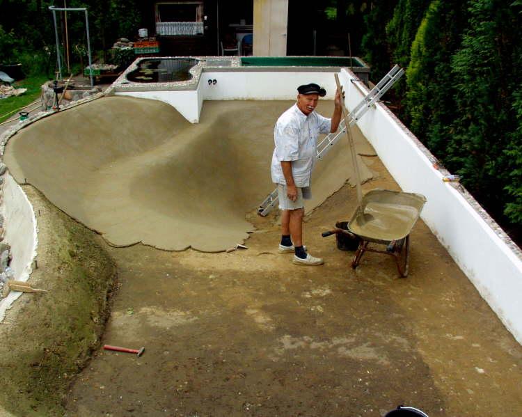 schwimmteich aus beton wasser im garten bauen und wohnen in der schweiz. Black Bedroom Furniture Sets. Home Design Ideas