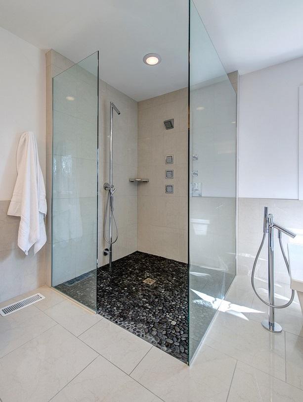 duschkabine mit flusssteinen wellness sauna bad pool whirlpool und wc bauen und wohnen. Black Bedroom Furniture Sets. Home Design Ideas