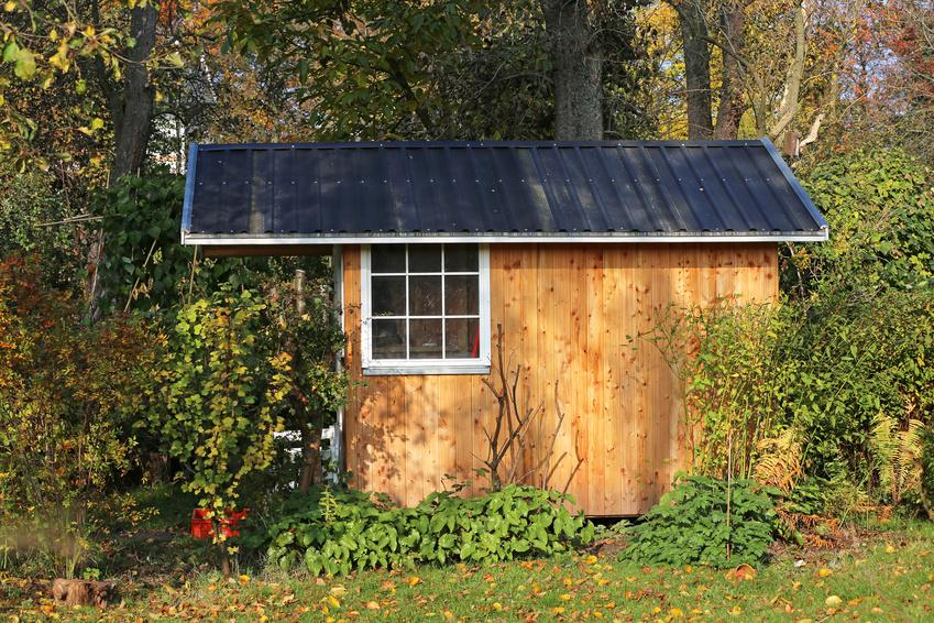 gartenhaus mit blechdach bauen und wohnen in der schweiz. Black Bedroom Furniture Sets. Home Design Ideas